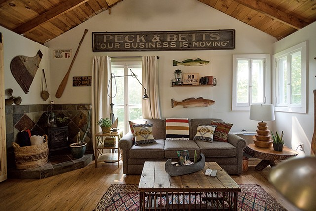 Camp Hickory House, a vacation property in St. Albans - BEAR CIERI