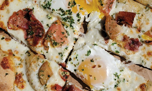Eggs Benedict flatbread - EMILY HAMILTON ©️ SEVEN DAYS