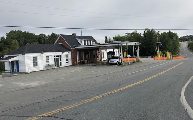 Canada border crossing in Norton - ANNE WALLACE ALLEN ©️ SEVEN DAYS