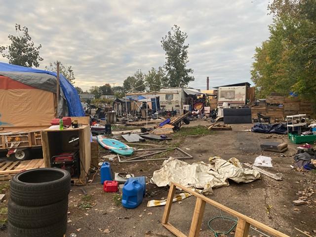 The Sears Lane encampment - SASHA GOLDSTEIN ©️ SEVEN DAYS