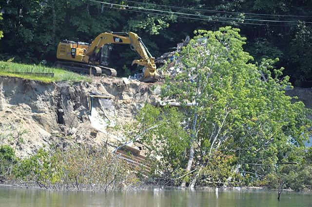 The Plattsburg Avenue demolition - SASHA GOLDSTEIN