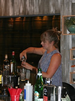 Sas Stewart making a cocktail - SUZANNE PODHAIZER