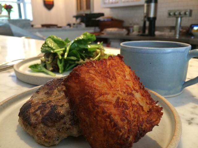 Hash brown, sausage, salad - SUZANNE PODHAIZER
