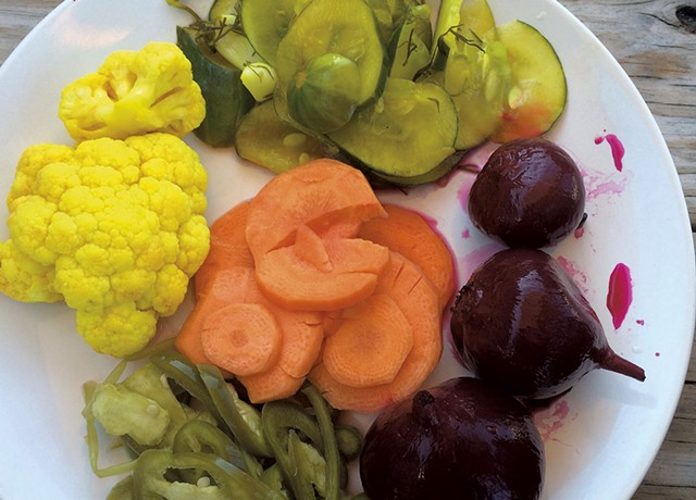 Assorted pickles - SUZANNE PODHAIZER