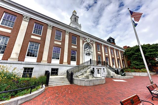 Burlington City Hall's Church Street fountain - DREAMSTIME