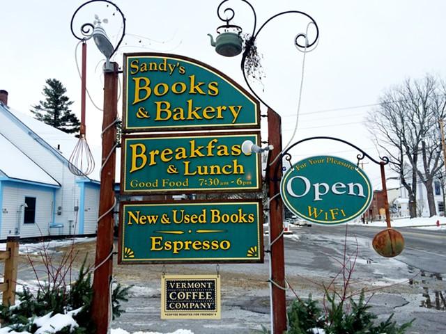 Sandy's Books & Bakery - JULIA CLANCY