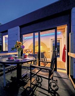Outdoor patio - CAROLYN BATES PHOTOGRAPHY