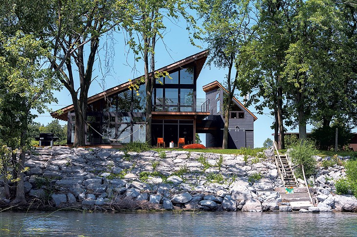 Projector House Faces the Lake in Style