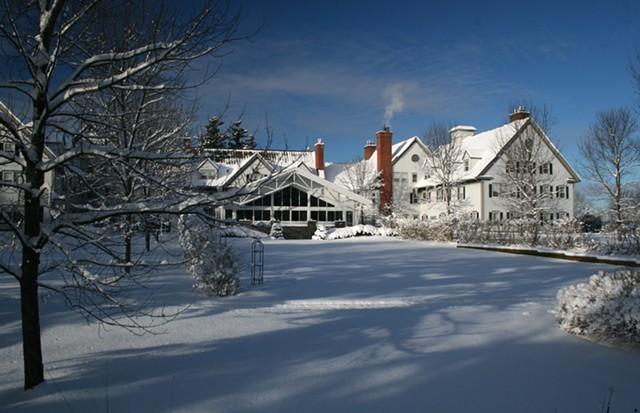 east_lawn_snow_2_.jpg