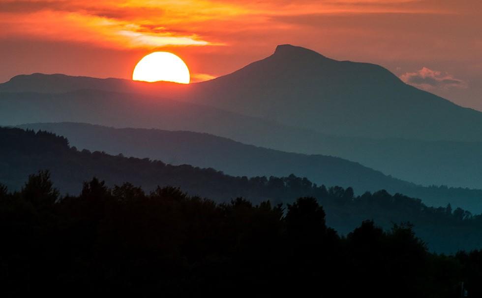 Camel's Hump at sunset - ©DMCDESIGN / DREAMSTIME.COM