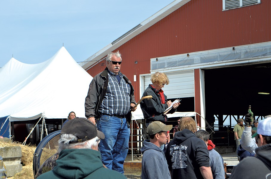 Ron Wright auctioning off farm equipment - PAUL HEINTZ