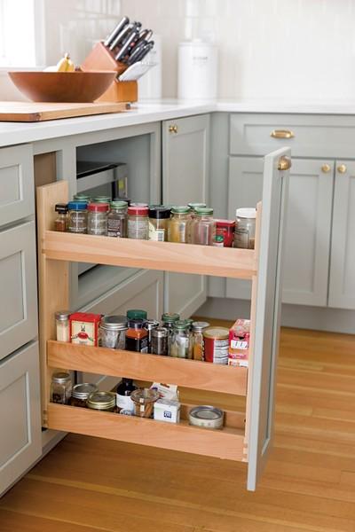 A hidden spice rack cabinet - OLIVER PARINI