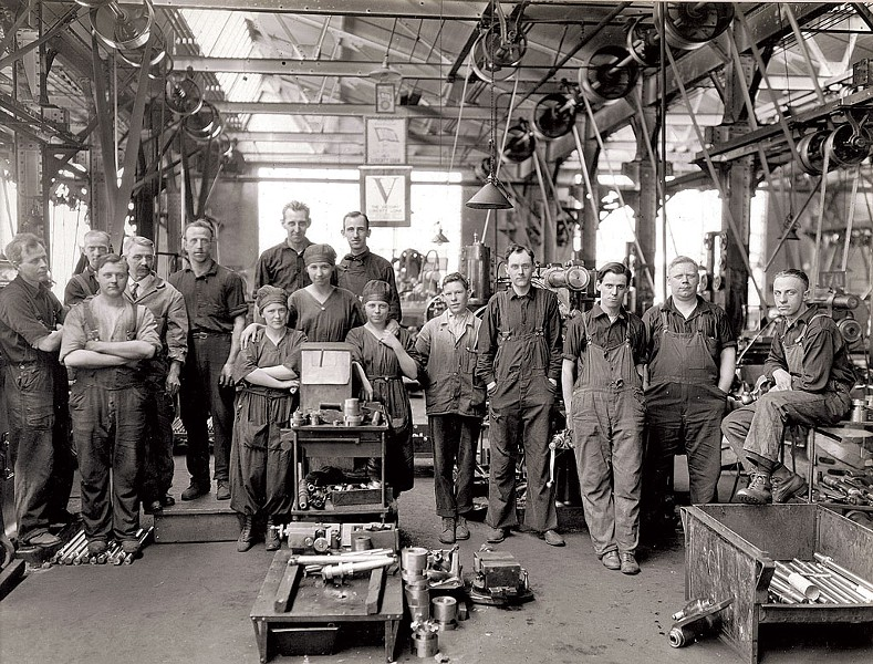 Factory workers at Jones & Lamson during World War I - COURTESY OF AMERICAN PRECISION MUSEUM