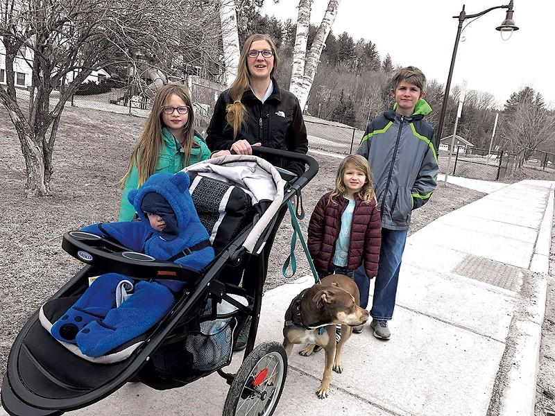 Elizabeth Brackett (center) and family - MOLLY WALSH