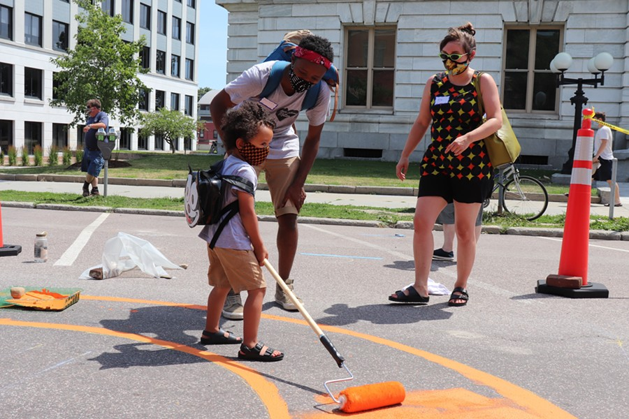 Adam Carnes and Tia Marosy helping their son, Felix, paint - MARGARET GRAYSON ©️ SEVEN DAYS