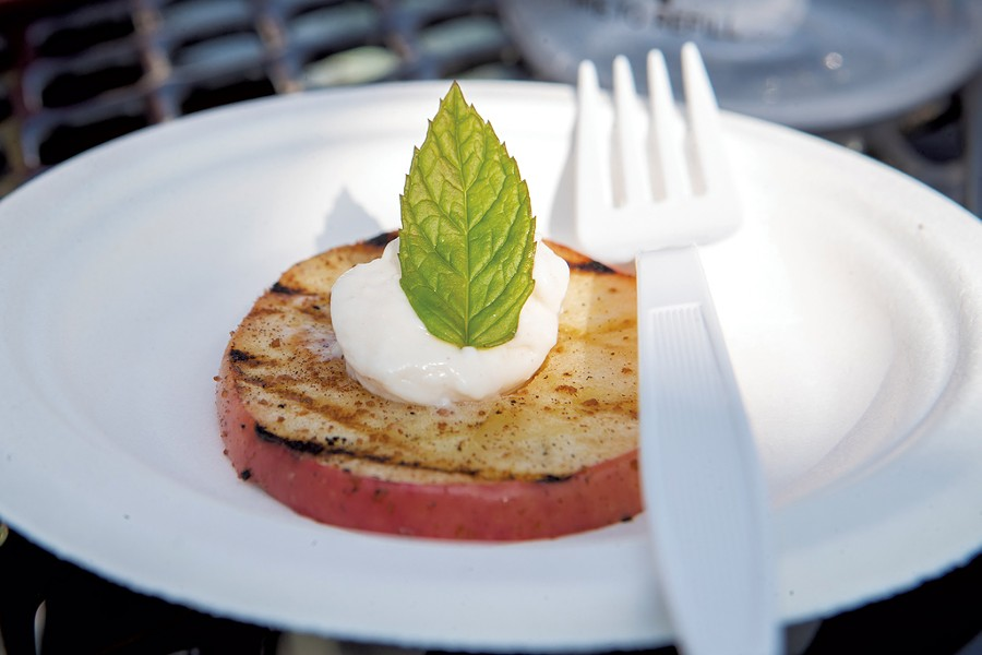 Grilled apple with mint - JAMES BUCK