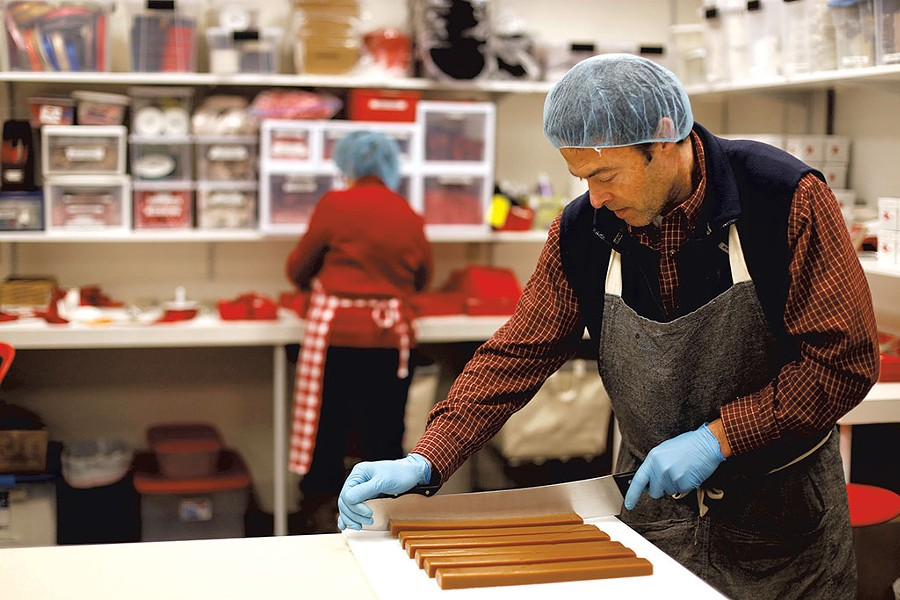 Mike McCabe cutting caramels - SARAH PRIESTAP