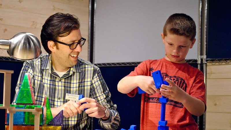 Marcos Stafne engaging in hands-on science with young patron