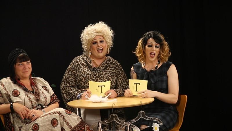 The T with Emoji & Nikki [SIV491]