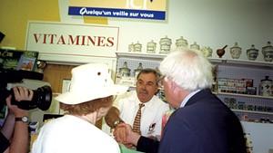Ruthmary Jeffries and Bernie Sanders greet pharmacist Kevork Ohanian in Montréal