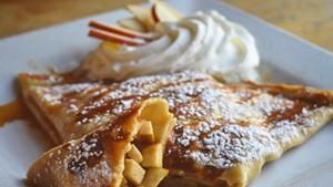 Apple caramel crêpe