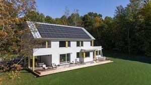 Net-zero house by Rolf Kielman