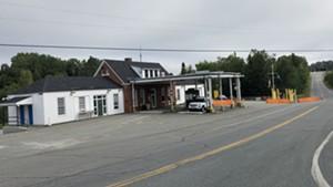 Canada border crossing in Norton