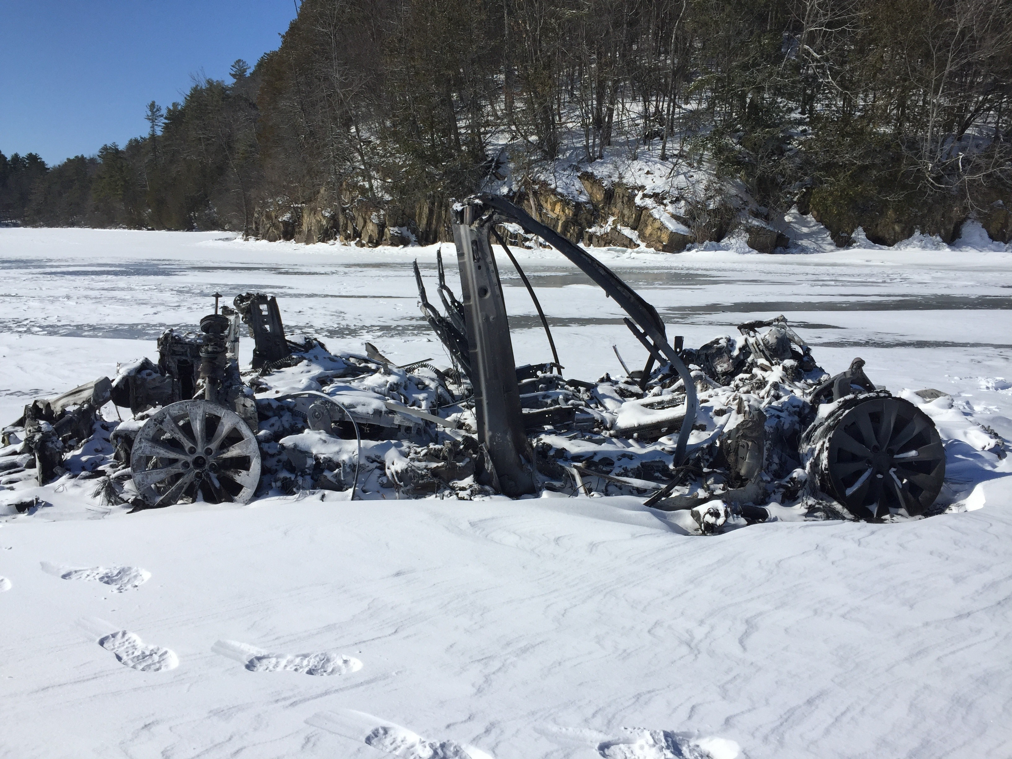Fire Consumes A Tesla Model X On Iced Over Shelburne Bay Off Message