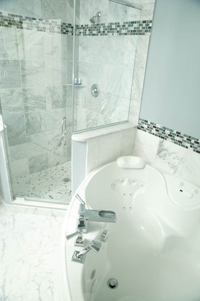VIP Hollywood Room bathroom - MATTHEW THORSEN