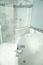 VIP Hollywood Room bathroom