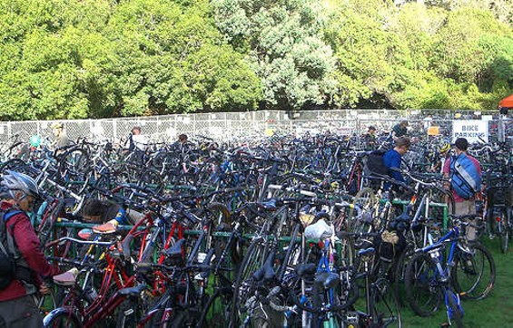 2009 bike valet parking filled up by morning, exposing trees to a steel and aluminium onslaught