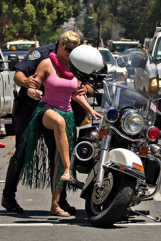 A cop and a hula dancer make friends; the social intercourse at Bay to Breakers is well-lubed - JIM HERD