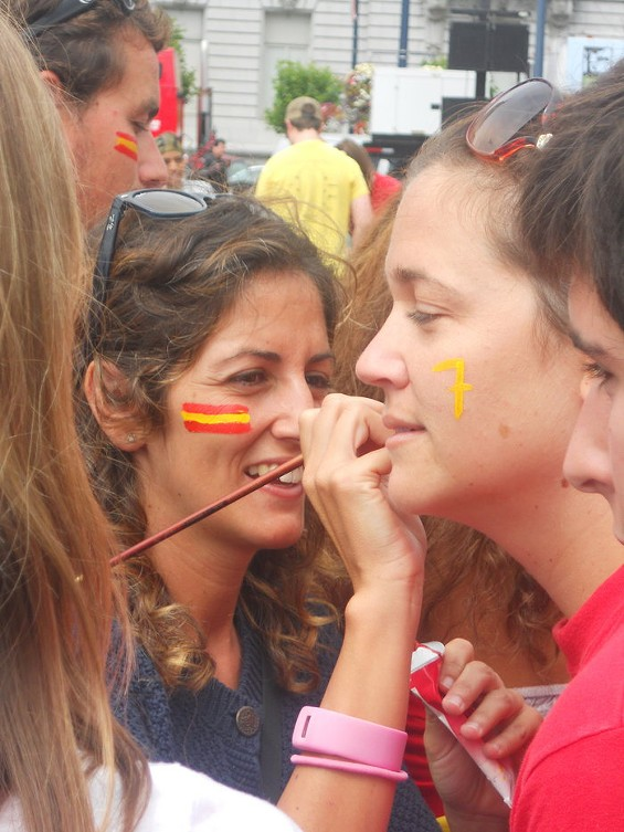 And the Spanish fans apply the paint as well. All the girls, by the way, love No. 7 David Villa. Lots of the guys, too... - JOE ESKENAZI