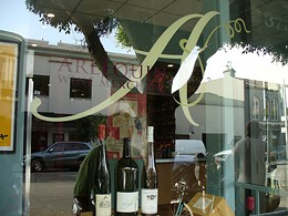 Arlequin Wine Merchant is an anti-Nouveau zone. - AMD1708/FLICKR