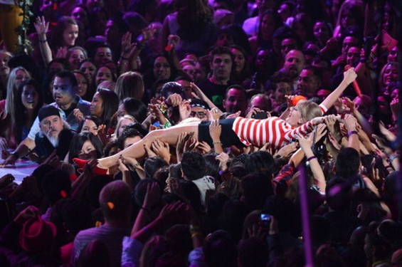 Best Stage Diver: Taylor Swift.