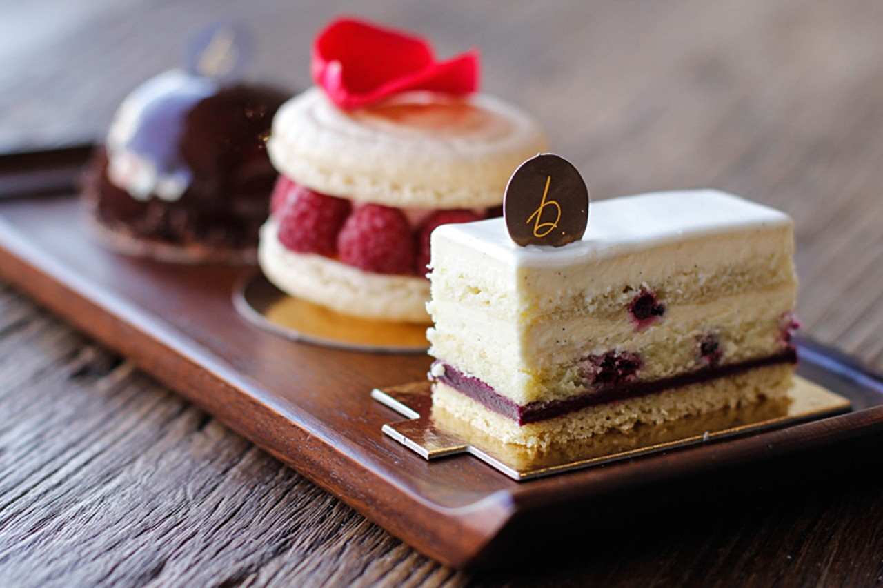 Click To Enlarge Anna Latino Chocolate Caramel Toffee Mousse The Grande Macaron And Vanilla Cake Look