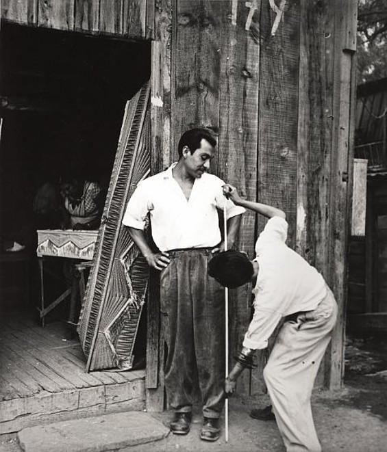 Constructores de ataúdes, Calle Nonoalco, Ciudad de México (Coffin Manufacturers, Nonoalco Street, Mexico City), 1959 - NACHO LÓPEZ