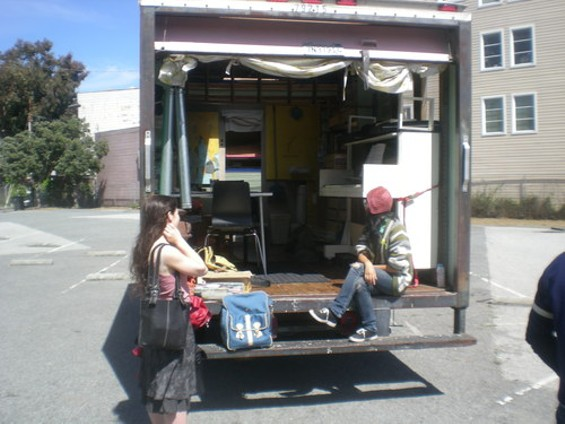 Cozy studio -- with a piano! It's the 'Peggy M.' - JOE ESKENAZI