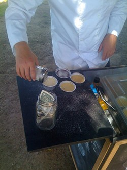Creme Brulee Guy in action in Dolores Park - KEVIN.THE.GREAT VIA FLICKR