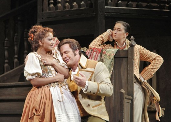 Danielle de Niese (Susanna), Lucas Meachem (Count Almaviva) and Michèle Losier (Cherubino) - CORY WEAVER