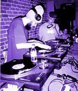 DJ Jahyzer, spinning at a recent Dubphonik event.