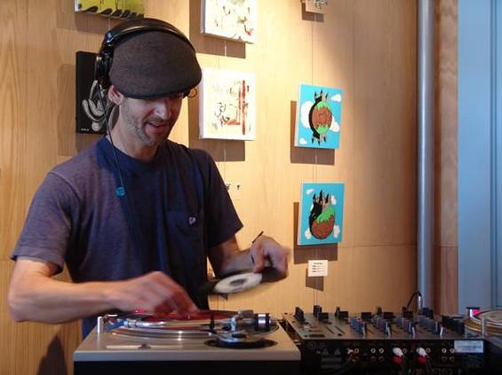 DJ Tomas aka Dub ID - VOLTAGEMUSIC.COM