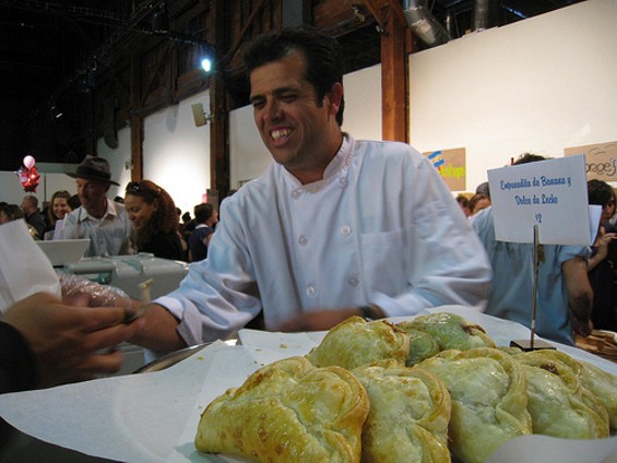 El Porteño's Joseph Ahearne at one of the SF Underground Markets. - SUSIEFOODIE/FLICKR