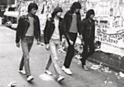 End of the Century: The Story of the - Ramones.