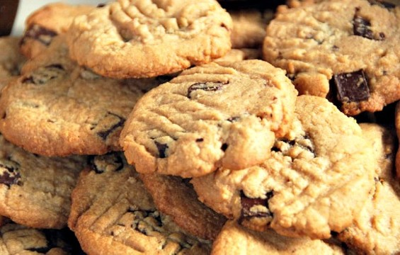 Fact: Cookies taste better when they're for charity. - FLICKR/TANNAZIE