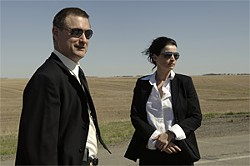 FBI agents (Bill Pullman and Julia Ormond) investigate a murder in a flatland town.