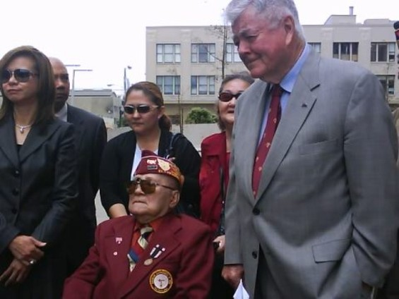 FORMER REP. PETE MCCLOSKEY, RIGHT, IS FILING A SUIT AGAINST THE DEPARTMENT OF VETERANS AFFAIRS ON BEHALF OF DE FERNANDEZ AND OTHER FILIPINO VETS