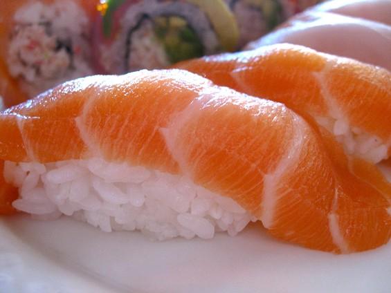 we_be_sushi_salmon.jpg