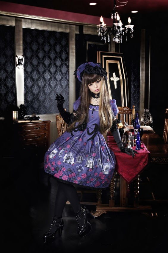 Gothic Lolita fashion contest, anyone? - NEW PEOPLE