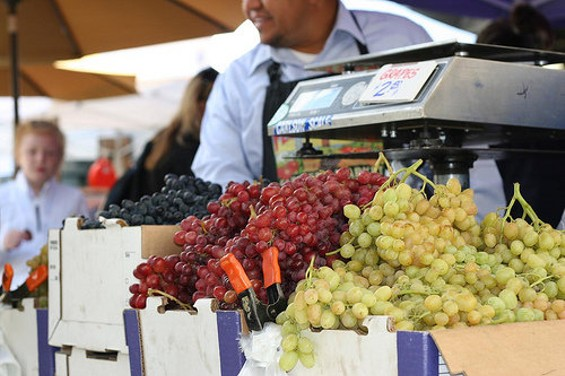 Grape varieties at the Ferry Plaza farmers' market. - P200ERIC/FLICKR